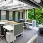 Nieergonomiczny open space kosztuje nas 1,5h dziennie