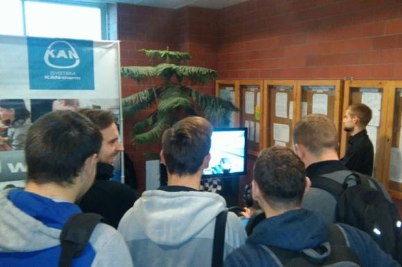 KAN oferuje staże, praktyki i docelowo – etaty BIZNES, Firma - Ponad 30 wystawców z całej Polski prezentowało się na Targach Pracy na Politechnice Białostockiej. Imprezę odwiedziły tłumy studentów, poszukujących zatrudnienia i praktyk.