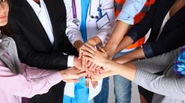 Jak wybrać najlepszą polisę dla firmy? – poradnik BIZNES, Firma - Każde przedsiębiorstwo wcześniej czy później staje przed dylematem związanym z wyborem odpowiedniego ubezpieczenia.
