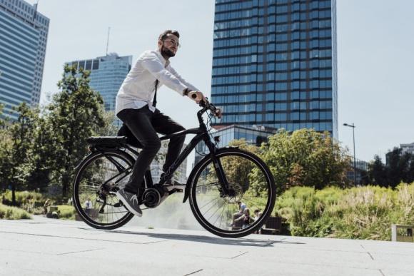 KROSS nie zwalnia tempa. Oswaja rynek z elektryczną rewolucją BIZNES, Fundusze unijne - Największy producent rowerowy w Polsce może zaliczyć ten rok do udanych.