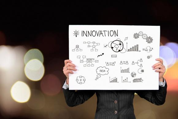 Niemal 100 mld euro na innowacje w nowym programie ramowym Horyzont Europa BIZNES, Fundusze unijne - Horyzont Europa – tak nazywać się będzie kolejny program ramowy Unii Europejskiej, finansujący badania naukowe i innowacje. Zastąpi Horyzont 2020. W latach 2021-2027 do innowatorów trafi prawie 100 mld euro, czyli ponad 25% więcej niż w obecnej perspektywie finansowej.