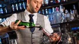 Tomek Małek w nowej roli. Został ambasadorem nowego konceptu barowego FINE DINE BIZNES, Firma - Coraz częściej szefowie kuchni współpracują z barmanami, żeby tworzyć niezwykłe koktajle i dobierać je do serwowanych dań. Ten trend zauważa cała branża gastronomiczna- w ostatnich dniach Tomek Małek został twarzą konceptu barowego Fine Dine!