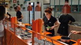 Podsumowanie półrocza w Makarunie BIZNES, Firma - Po odważnym rebrandingu marka Makarun Spaghetti and Salad umocniła swoją pozycję na polskim rynku franczyzowym. Inwestycja w design przyniosła korzyści. W pierwszym półroczu sieć otworzyła siedem nowych lokali. W najbliższym czasie planowane są jeszcze dwa otwarcia.