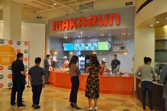 Wow! Makarun w Kalifornii BIZNES, Firma - Fashion Island to jedno z popularniejszych centrów handlowych w Orange County, a dokładniej w Newport Beach w Kalifornii - kultowe, z tradycjami, zawsze pełne ludzi. Od 20 września swój punkt ma tam także polska sieć franczyzowa - Makarun.