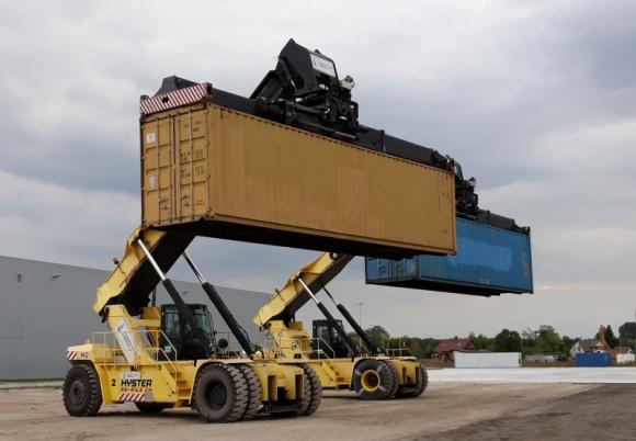 Kontenery z całego świata przyjadą do Łap BIZNES, Firma - Po ponad roku kończy się budowa jedynego w tej części kraju Centrum Logistycznego wraz z Terminalem Kontenerowym.