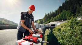 Nowa ocena techniczna dla fischer FIS EM Plus BIZNES, Firma - Zaprawa iniekcyjna fischer FIS EM Plus trwale i bezpiecznie mocuje w betonowym podłożu, nawet w najbardziej ekstremalnych warunkach. Nowa ocena techniczna potwierdziła, że FIS EM Plus ma żywotność 120 lat, co jest wyjątkową i niespotykaną cechą na rynku.