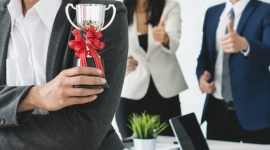 """Dobry szef, czyli jaki? BIZNES, Firma - Aż 74 proc. pracowników uważa, że najważniejszymi cechami dobrego szefa są bycie sprawiedliwym oraz wymagającym, mobilizującym do działania – wynika z raportu """"Cztery osobowości – jeden rynek pracy"""" przygotowanego przez Sodexo i Antal."""