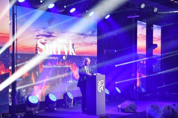 Gala Prezydenta Wrocławia zrealizowana przez WEBER GROUP BIZNES, Firma - 17 listopada we Wrocławiu odbyła się uroczysta gala podsumowująca pierwszy rok prezydentury Jacka Sutryka. Miejscem organizacji tego prestiżowego wydarzenia było Wrocławskie Centrum Kongresowe przy Hali Stulecia