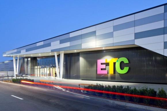 ETC Swarzędz dla lokalnej społeczności BIZNES, Firma - ETC Swarzędz to nie tylko doskonałe miejsce do zakupów. To również tętniące życiem centrum spotkań oraz wydarzeń. W pasażu handlowym organizowane są bezpłatne atrakcje zarówno dla dorosłych, jak i dzieci.