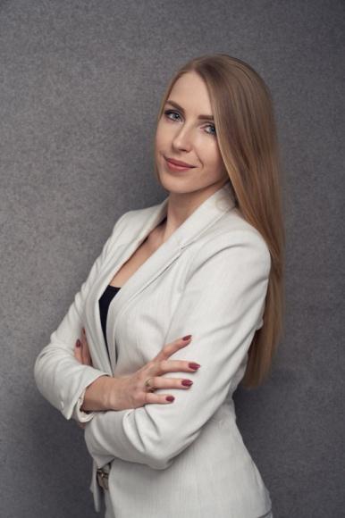 Jak rekrutować specjalistę BIZNES, Firma - Już ponad według prognoz w perspektywie 5-ciu lat na polskim rynku pracy będzie brakować 1,5 mln pracowników. Nie dziwi więc fakt, że pracodawcy szukają coraz nowszych sposobów rekrutacji i starają się przekonać potencjalnych pracowników dodatkowymi benefitami.