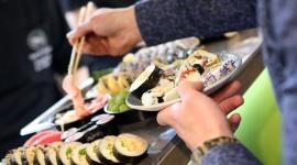 Dyplomacja od kuchni BIZNES, Firma - Nie od dziś wiadomo, że politykę robi się przy stole, gdzieś między aperitifem a deserem.