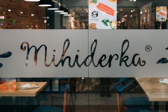 Mihiderka zamknięta do odwołania, jedzeniem dzieli się z innymi BIZNES, Firma - Choć wielu restauratorów w obliczu zagrożenia epidemiologicznego zamyka lokale dla gości i oferuje posiłki na wynos czy dowóz, to właściciele sieci Mihiderka zdecydowali o całkowitym wyłączeniu się z publicznej przestrzeni.