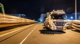 Transport ciężkiego kalibru BIZNES, Firma - DB Schenker przewozi 1400 elementów dla nowej linii kolei miejskiej we Frankfurcie. Jest to część dużego, kilkumiesięcznego projektu budowlanego.