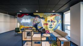CitySpace wprowadza sztukę i day office BIZNES, Firma - Murale coraz częściej pojawiają się w nowoczesnych biurach jako inspirujący element aranżacji wnętrza. Zwiększają efektywność pracy oraz pobudzają kreatywność. Sztuka zawitała do jednego z lokali wiodącego operatora elastycznych powierzchni biurowych. To nie koniec nowości.