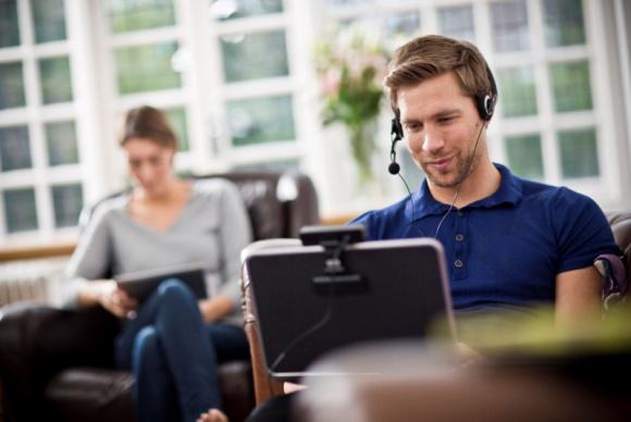 Praca zdalna – jak stworzyć domowe biuro dostosowane do indywidualnych potrzeb? BIZNES, Firma - Sprawdź, jak stworzyć domowe biuro dopasowane do Twoich potrzeb!