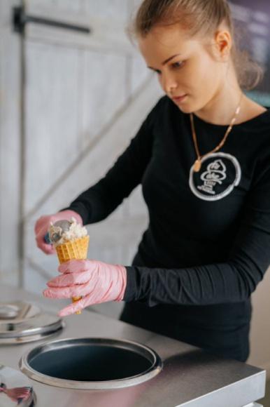 Oferta wegańskich lodów jest duża. Które wybrać? BIZNES, Firma - Ciepło, coraz cieplej.