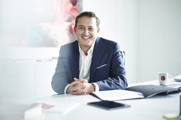 Boris Winkelmann nowym prezesem zarządu i CEO GeoPost/DPDgroup BIZNES, Firma - 25 czerwca 2020 r. Boris Winkelmann został powołany na stanowisko prezesa zarządu i dyrektora generalnego Geopost / DPDgroup. Zastąpił tym samym przechodzącego na emeryturę Paula-Marie Chavanne.
